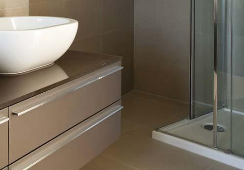 Badkamermeubels en spiegelkasten plaatsen rondom hoensbroek brunssum